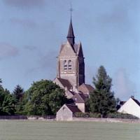 L'église dans son environnement vue du nord-est (2001)