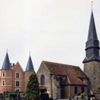 L'église et le château vus du sud-ouest (2005)
