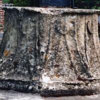 Haute-Epine : chapiteau provenant de l'abbaye de Beaupré ou de Lannoy (2007)