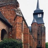 Le clocher et la partie sud de la nef vus de l'ouest (2003)