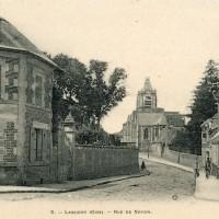 La rue de Noyon et l'église en 1910