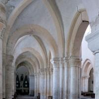 Le bas-côté nord de la nef vu vers l'est (2001)