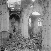 L'intérieur de l'église pendant la Guerre 14-18 (Gallica)