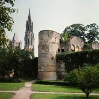La cathédrale dans son environnement vue du nord-ouest depuis le jardin du Châtel (1986)