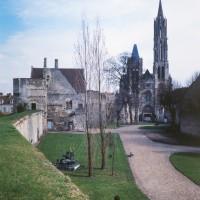 La cathédrale dans son environnement vue de l'ouest depuis la muraille gallo-romaine (1986)
