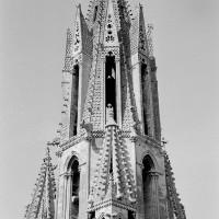 Le second étage de la flèche vu du nord-est depuis le sommet du pignon nord du transept (1970)