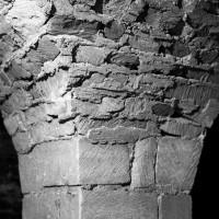 Détail d'un pilier de la crypte et de la voûte d'arêtes (1986)