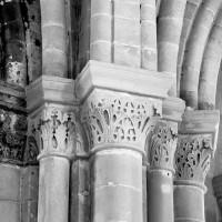 Chapiteaux à l'entrée des chapelles rayonnantes (1986)
