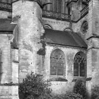 La partie droite du choeur du 12ème siècle vue du nord-ext (1986)