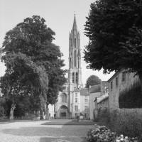 La cathédrale dans son environnement vue de l'ouest depuis le jardin du Palais royal (1986)