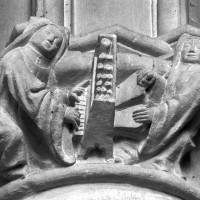 Détail du chapiteau de la pile circulaire de l'ancienne salle capitulaire