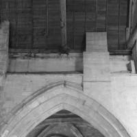 La reprise en sous-oeuvre de la base du clocher roman vue vers le nord (1994)