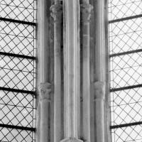 Chapiteaux et colonnettes du 13ème siècle associés au voûtement de l'abside (1993)