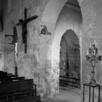 Vue partielle du mut gouttereau nord de la nef et de la base du clocher (1994)