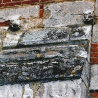 Modillons dans le mur nord de la nef (2003)