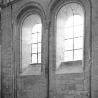 Les fenêtres à la base du mur sud du bras sud du transept