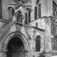 Vue partielle de la nef et du bras sud du transept depuis le sud-ouest