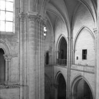 L'élévation du mur gouttereau nord de la nef vu vers le nord-ouest depuis le triforium du bras sud du transept