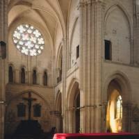 La nef et une partie du transept nord vus vers le nord-ouest (1996)