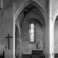 Travée du 13ème siècle, entre la nef et le choeur, vue vers le nord (2000)