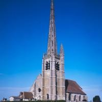L'église dans son environnement vue du sud-ouest (1995)