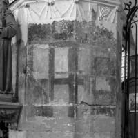 Pilier du 13ème siècle, sans doute associé à la base d'un ancien clocher (1995)