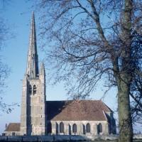 L'église dans son environnement vue du sud (1971)