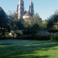 L'église dans son environnement vue du sud-est (1995)