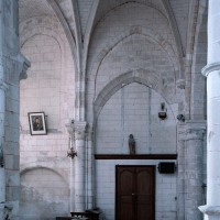 Vue partielle des murs sud de l'abside et de la travée droite du choeur (2006)