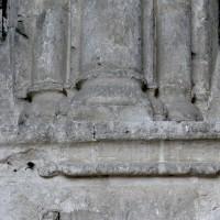 Bases des colonnettes des fenêtres au mur est du choeur (2008)