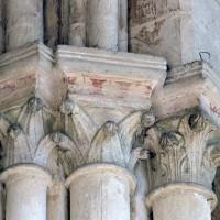 Chapiteaux d'un bas-côté de la nef (2007)