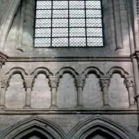 Faux triforium au mur nord du choeur (2006)
