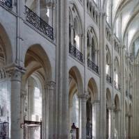 Le mur gouttereau sud du vaisseau central de la nef vu vers le sud-ouest (2006)