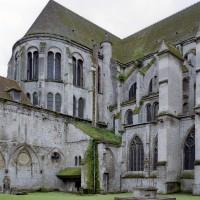 Vue partielle de la nef et du bras nord du transept depuis le nord-ouest (2006)