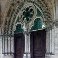 Le portail d'entrée du réfectoire des chanoines (2008)