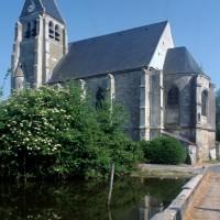 L'église dans son environnement vue du sud-est (1996)