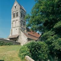 L'église dans son environnement vue du sud-ouest