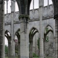Le mur sud du choeur vu depuis le bas-côté nord (2006)