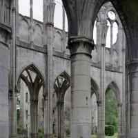 Le mur nord du choeur vu depuis le bas-côté sud (2006)