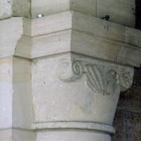 Chapiteau d'une des arcades romanes ouest du choeur (2007)