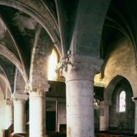 Vue partielle de la nef vers le nord-ouest depuis le bas-côté sud (1997)