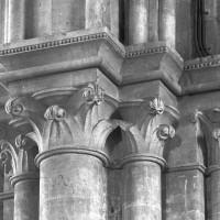 Chapiteaux au mur de chevet (1999)