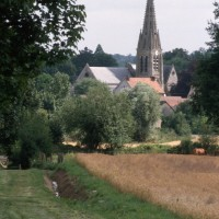 L'église dans son environnement vue du sud-ouest (1997)