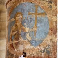 Croix de consécration sur un pilier de la nef (1997)