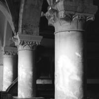 Les arcades du mur gouttereau sud de la nef vues vers le nord-ouest depuis le bas-côté sud (1997)