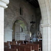 Vue partielle de la nef depuis le bas-côté sud vers le nord-est (2006)