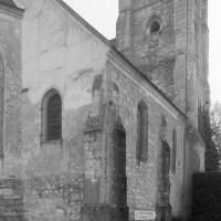 Le bas-côté nord et le clocher vus du nord-est (1996)