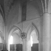Vue du mur gouttereau sud de la seconde travée de la nef vers le sud-est (1996)