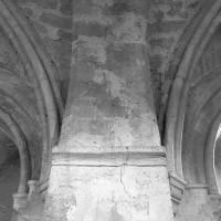 Retombée de voûtes (pile principale) dans le bas-côté nord de la nef (1996)