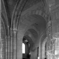 Vue partielle du choeur et de la travée du clocher vers le sud-ouest (2000)